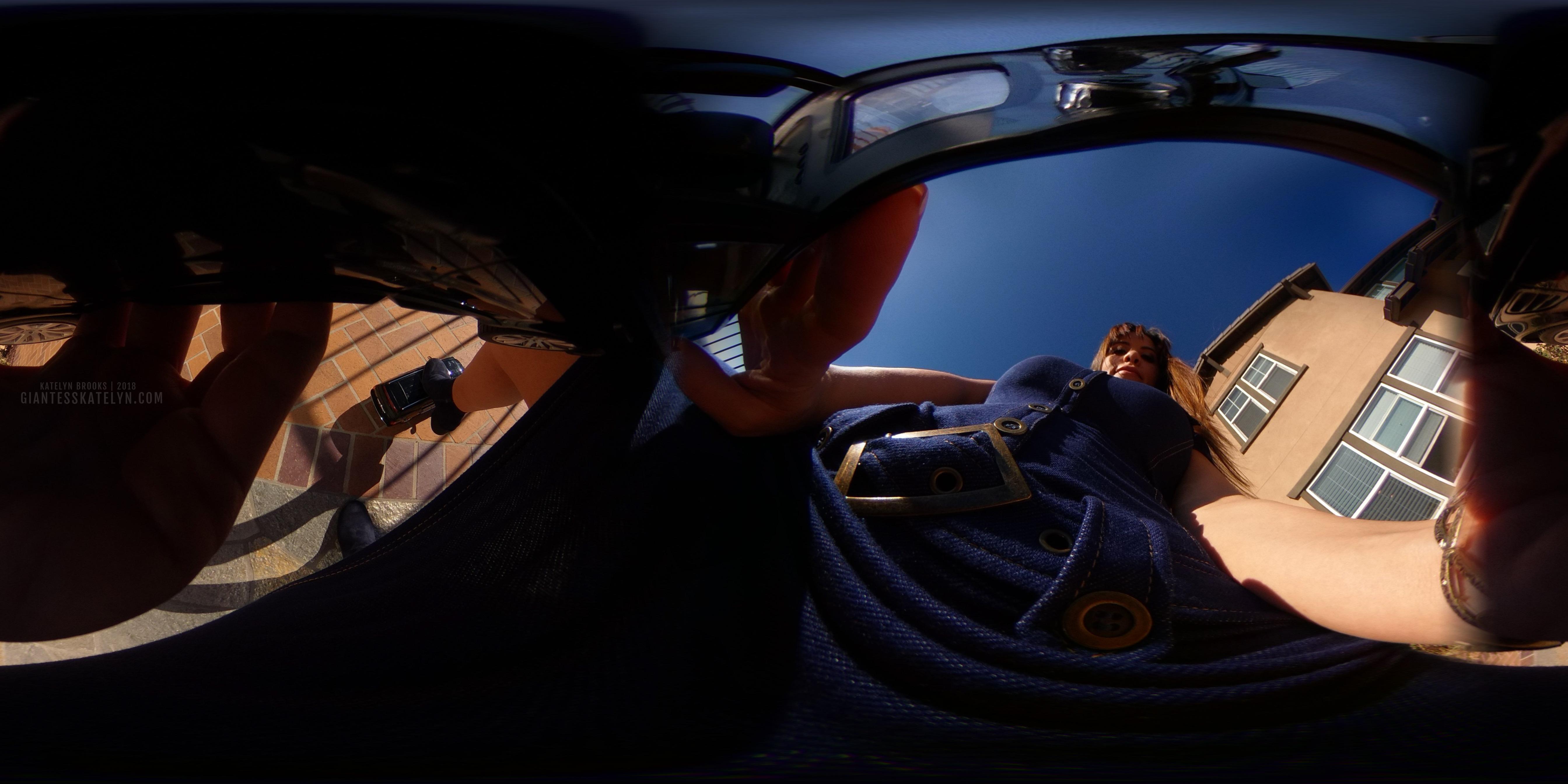360-4k-vr-shrunken-man-pov-inside-car-17