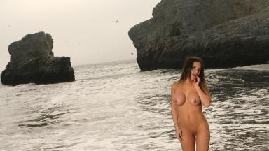 giantess-katelyn-beach-nudes-09
