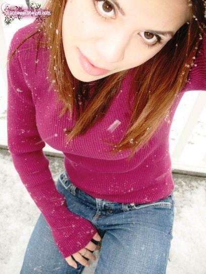 KatelynsFirst2008SnowFall_04