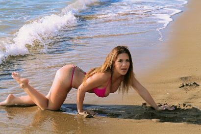 Giantess-Katelyn-Brooks-Pink-Micro-Bikini-Beach-47