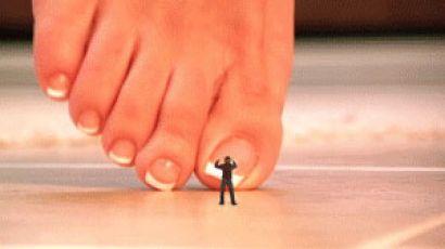 Naughty: Barefoot Crush