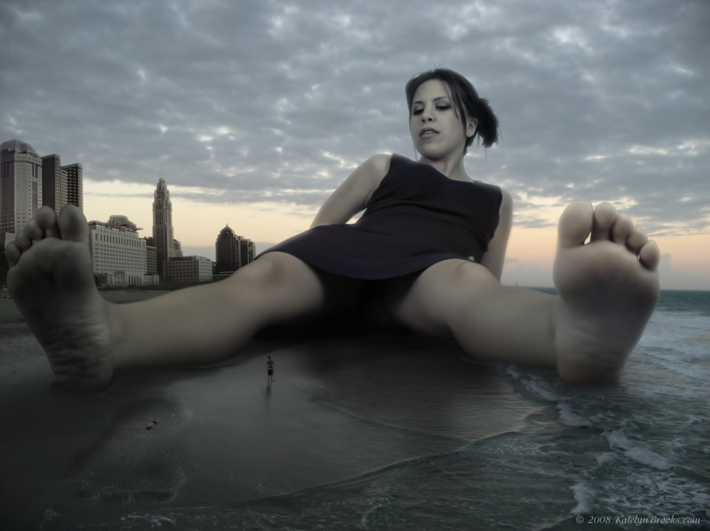 Giantess of the Beach