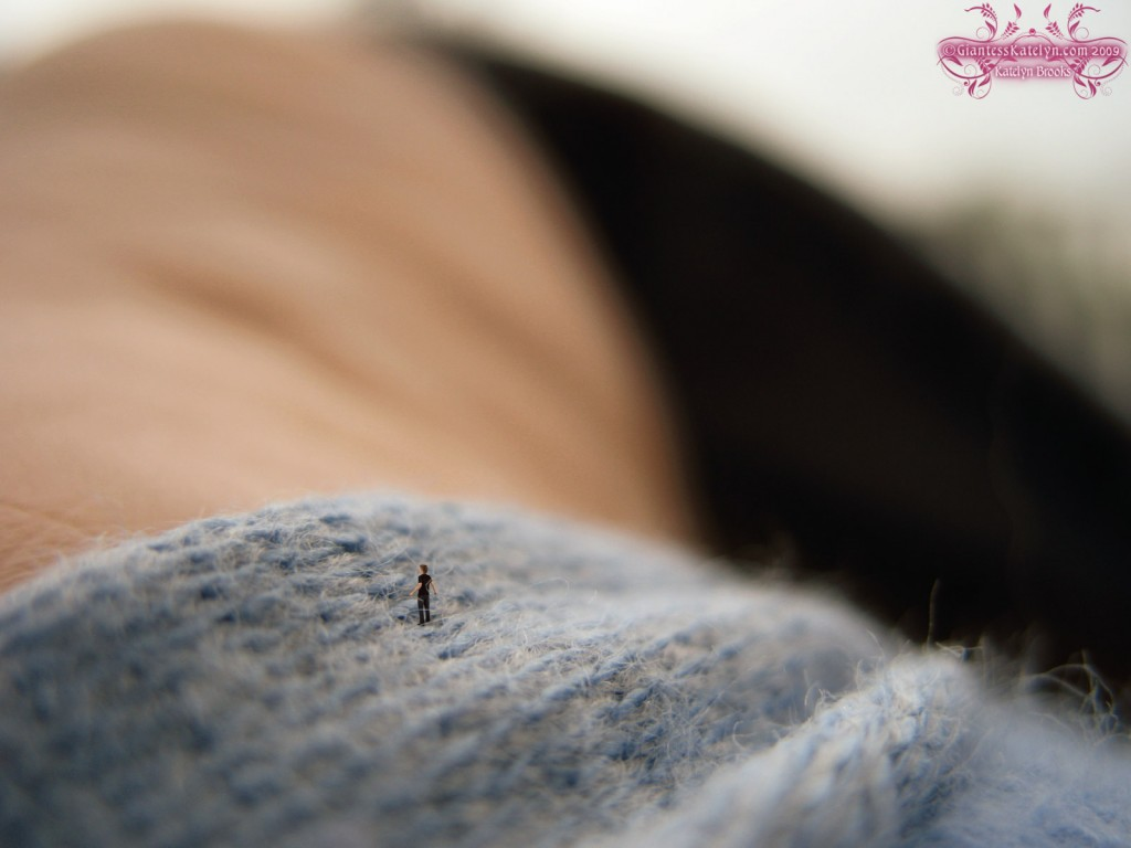 Giantess Katelyn - Shrunken Man Micro Pic 2