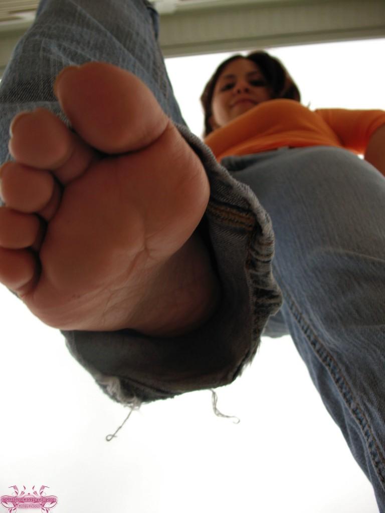 Giantess Katelyn - Shrunken Man Micro Pic 10