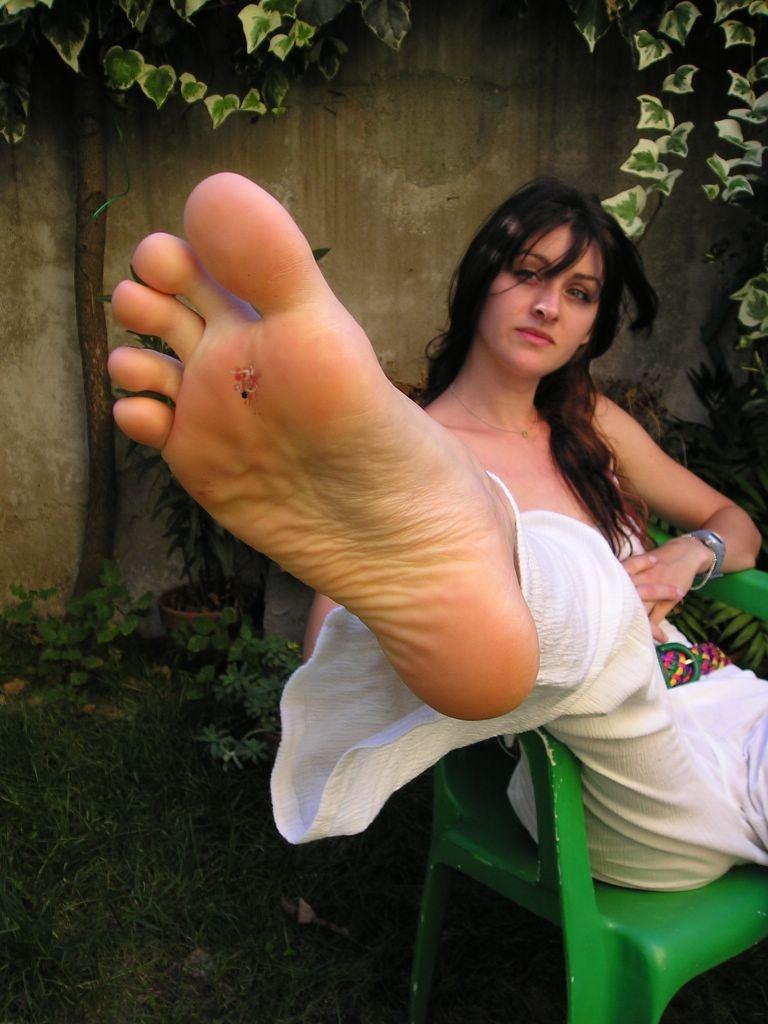 Giantess girls feet